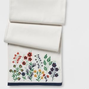 Table Runner w Embroidered Flowers on Each End